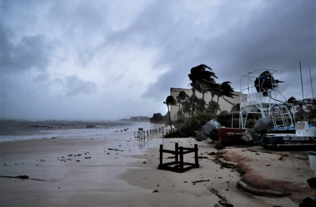 101988_mexico_tropical_weather_68009-6be8a1c06d38494eafe10423399691d0-640×420.jpg