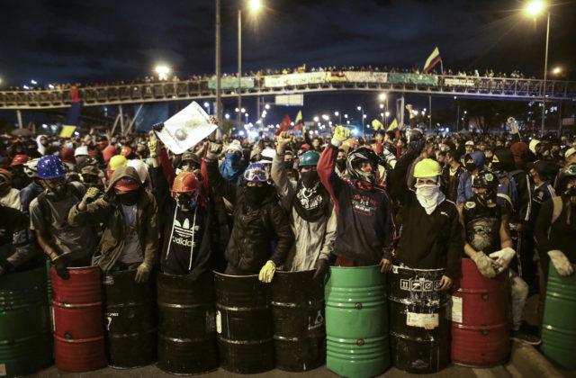92764_colombia_protests_26601-ff07b88ab96a4571b729df43602df883-640×420.jpg