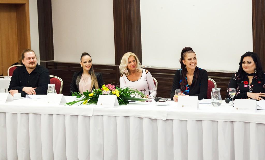 Diskusia na konferencii