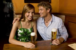 Heineken Ilustračné foto muz a zena