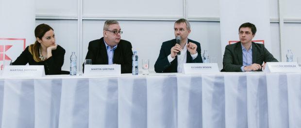 Zľava: Martina Goffová, Neuropea, spíkri z Kauflandu SR Martin Gärtner, ved. oblasti marketingu, Richard Bendík, riaditeľ nákupu a František Krenželák, nákupca regionálneho sortimentu.