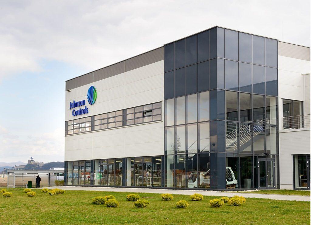 Adient, nová spoločnosť pre výrobu automobilových sedadiel, zamestnáva na Slovensku viac ako 4 000 ľudí. Približne 400 zamestnancov v technologickom centre v Trenčíne vyvíja a testuje kompletné sedadlové systémy a komponenty.