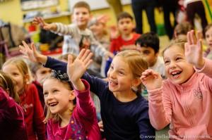 Veľké knižné venovanie_Deti počúvajúce príbeh 2