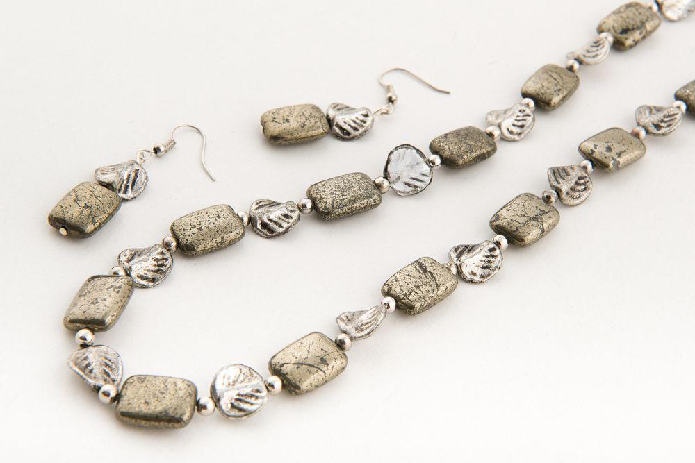 fb09929dc ... pyrit achat_modry zm. Umelkyňu Soňu Zavarskú očarila úžasná rôznorodosť  polodrahokamov a začala z nich tvoriť šperky. No musela k tomu rokmi ...